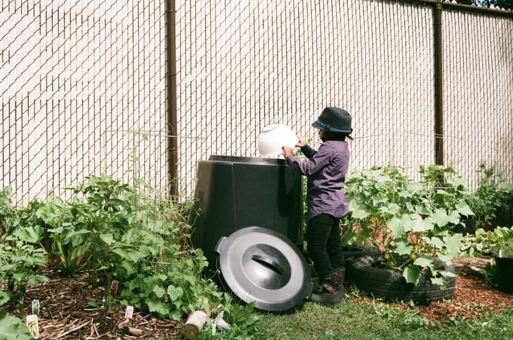 simple-backyard-worm-compost-system