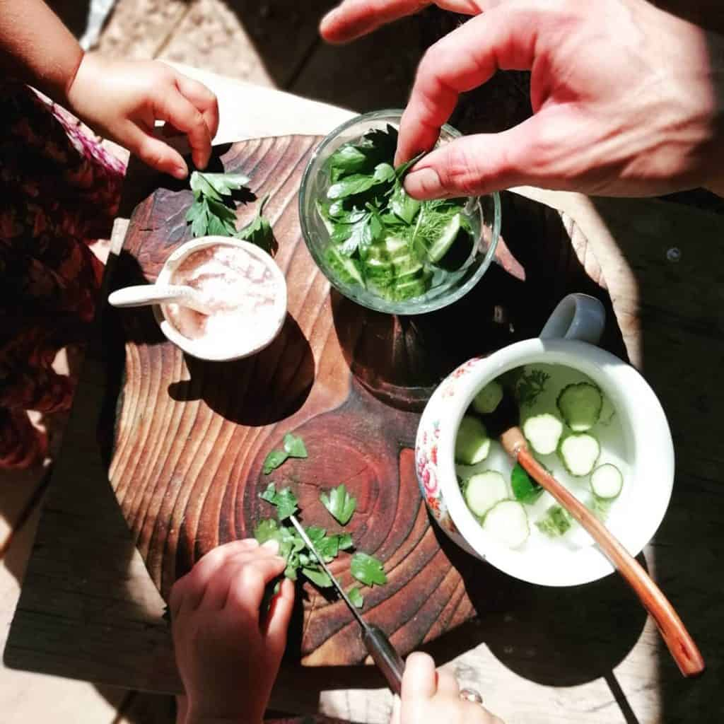 children-marinating-fresh-gurki